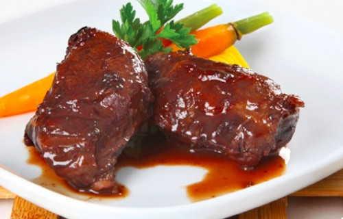 Joue de porc aux épices sauce au vin rouge