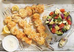 Brochettes de poisson en panure légère et sauce beurre-citron