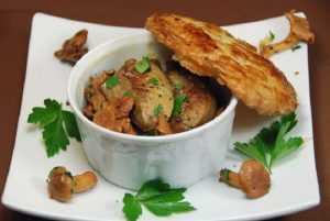 Recette Cassolette de girolles au foie gras en croûte feuilletée