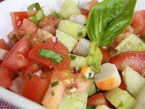 Recette Salade multicolore concombre, poivrons, maïs et surimi