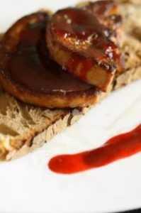 Recette Foie gras au pain noir et vinaigrette de truffe