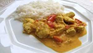 Recette Blancs de poulet minceur au curry et à la tomate
