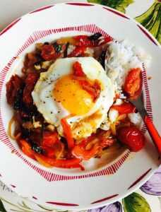 Recette oeufs au bacon, tomates et poivrons