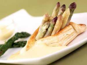 Recette Feuilletés aux asperges sauce roquefort