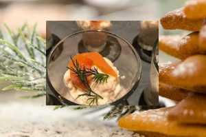 Verrines de saumon fumé en coupe du Tsar ,Crème d'échalotes grises, fraiches et pain d'épice