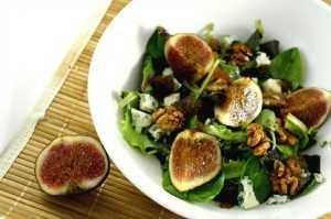 Recette Salade verte aux noix, figues et roquefort