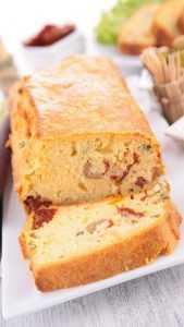 Recette Cake aux tomates séchées, feta et olives vertes