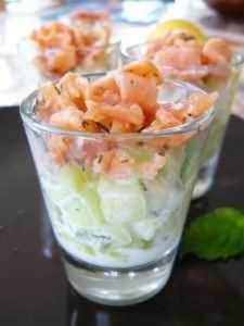 Recette Salade de concombre et saumon fumé,sauce au petit suisse