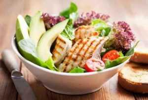 Recette Salade poulet avocat et basilic