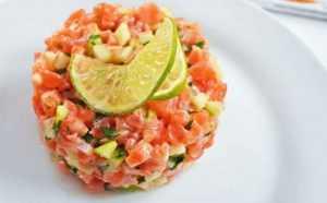 Recette Tartare de saumon sur lit de concombre