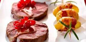 Recette Biche (filet en noisettes) au riesling et groseilles